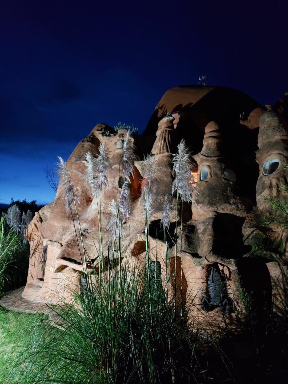 Casa Terracota de noche